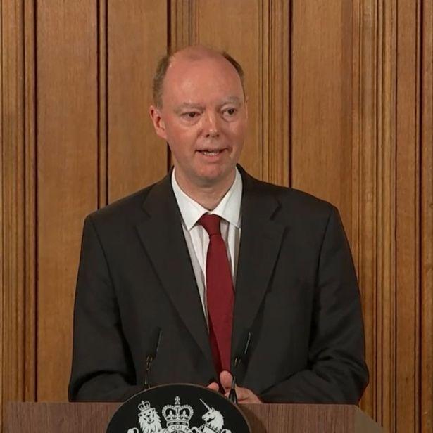 英国英格兰始席医疗官克里斯·惠蒂(图源:英国《镜报》)