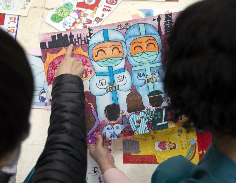 庆祝特殊的妇女节:儿童画写满祝福从北京寄往武汉 组图