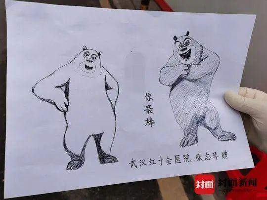 """护士为安安出院画的""""熊大""""、""""熊二"""""""