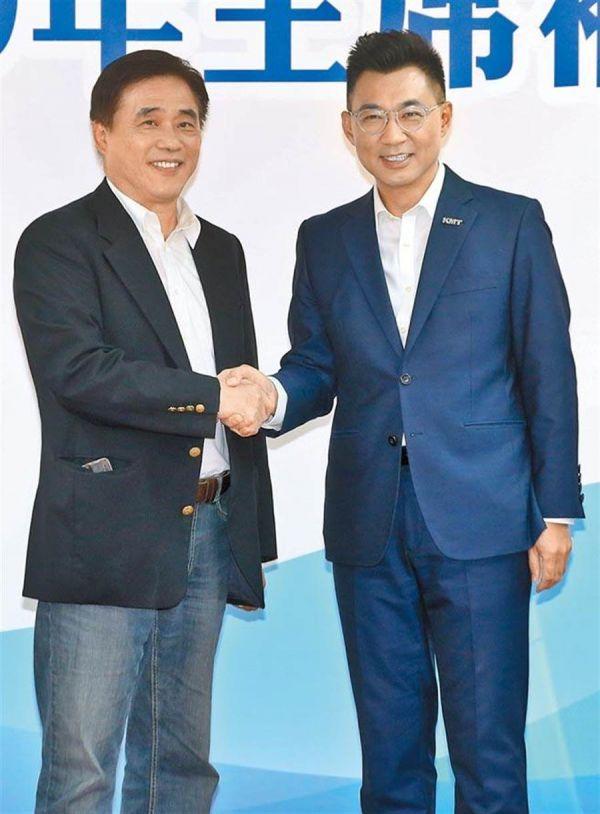 资料图片:参加国民党主席补选的参选人郝龙斌(左)与江启臣(右)