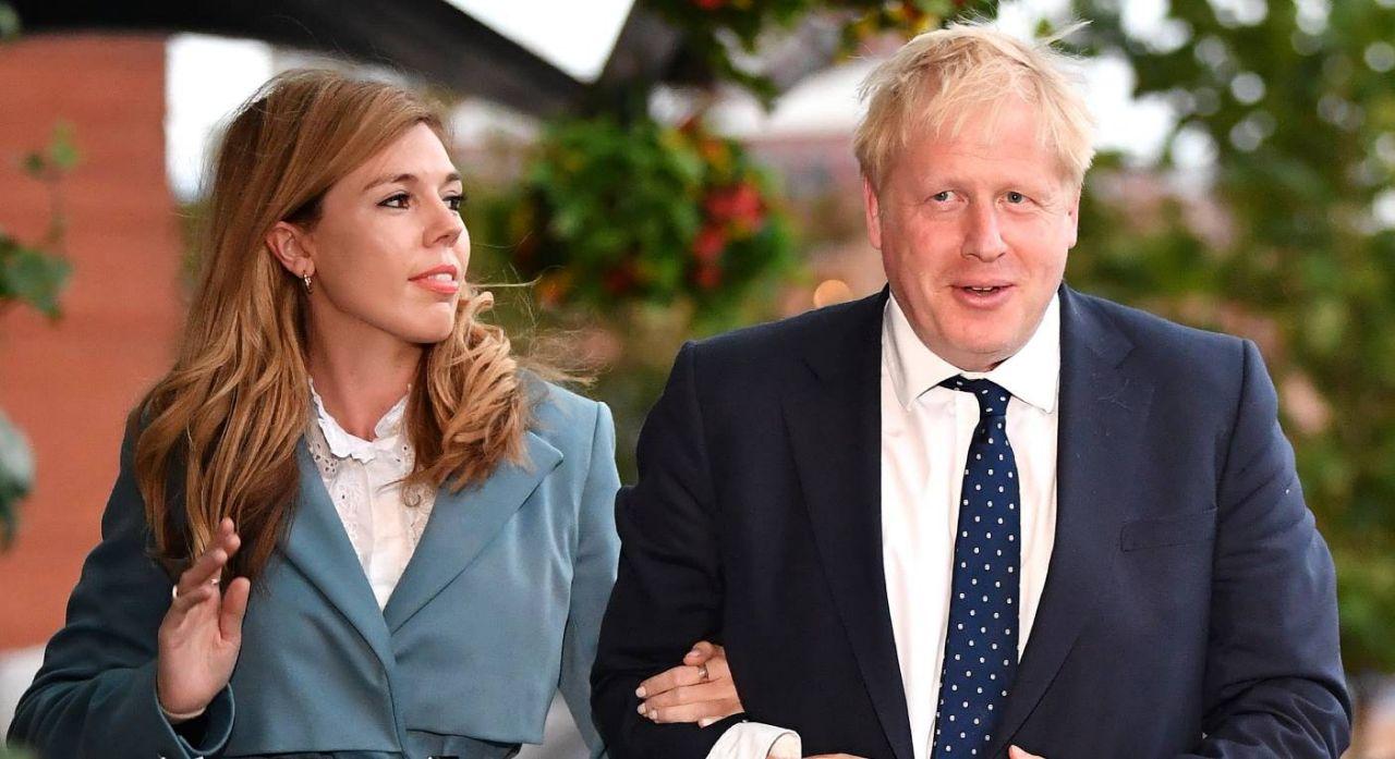 约翰逊与单身妻相符影(Getty Images)