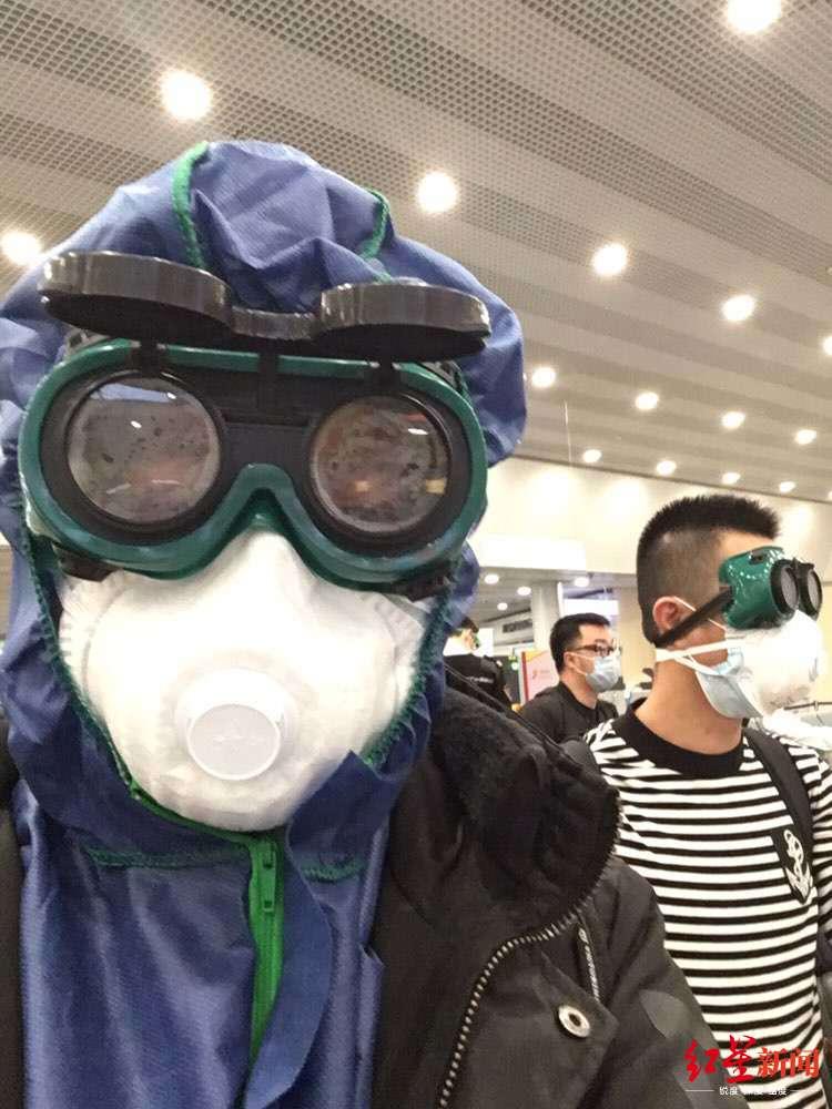 杏彩4俄抵沪一航班确诊60例 乘客亲述:登机时没检疫程序