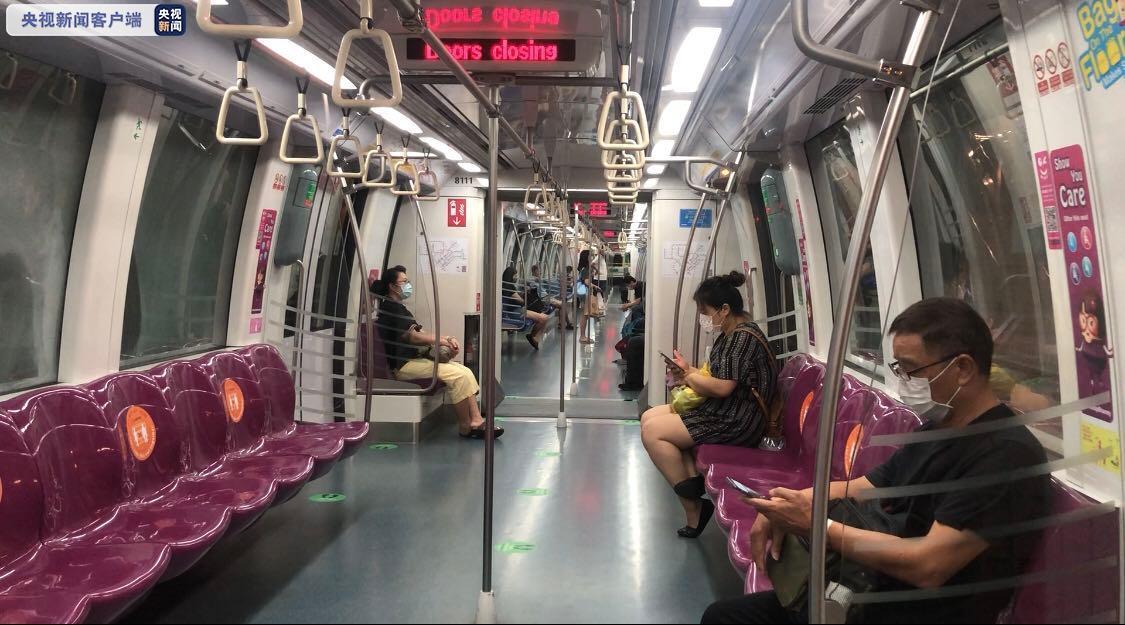 △新添坡地铁民多都戴上了口罩