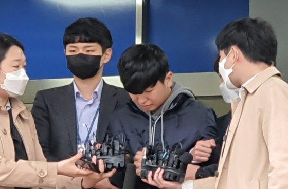 """韩国""""N号房""""共犯被公开示众 年仅18岁主要负责招募会员"""