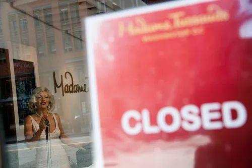 这是4月16日在美国华盛顿拍摄的关闭的杜莎夫人蜡像馆。新华社发(沈霆摄)