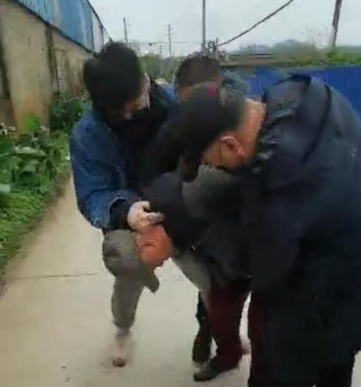 一枚指纹暴露身份 哈市警方抓获潜逃30年命案逃犯