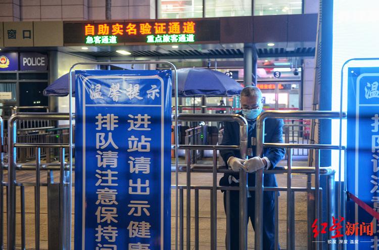 """""""解封""""时刻的武昌火车站"""
