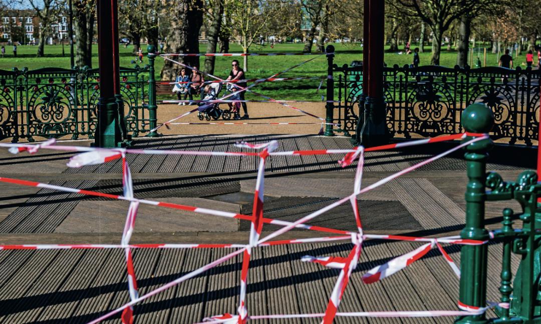 4月5日,英国伦敦一些众目睽睽封闭首来,缩短人们的荟萃运动。