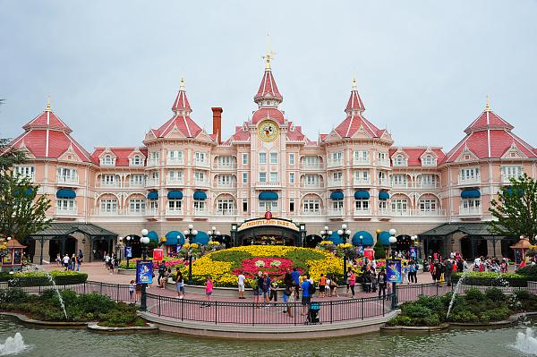 迪士尼市值蒸发近6000亿元全球6家迪士尼乐园全部关闭  股价下跌三分之一