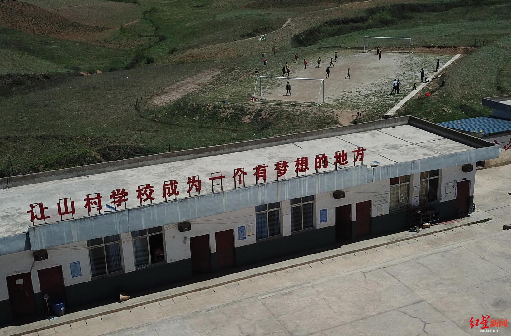 云端上的足球小将:围墙上画球门 曾站上中超赛场