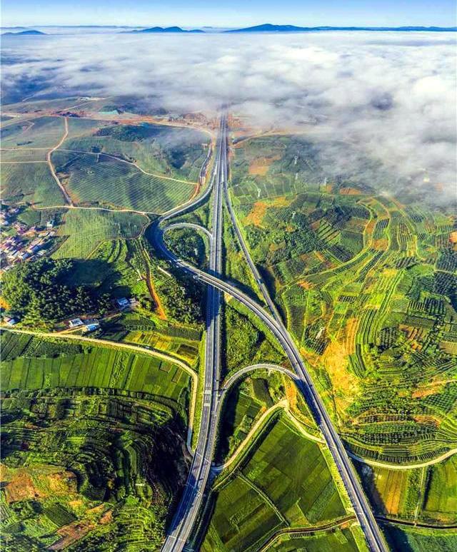 云南的gdp_增长保持8%高于全国2%云南GDP突破2.3万亿!这意味着什么?