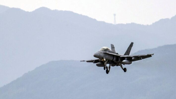 美军F/A-18大黄蜂战斗机(路透社)