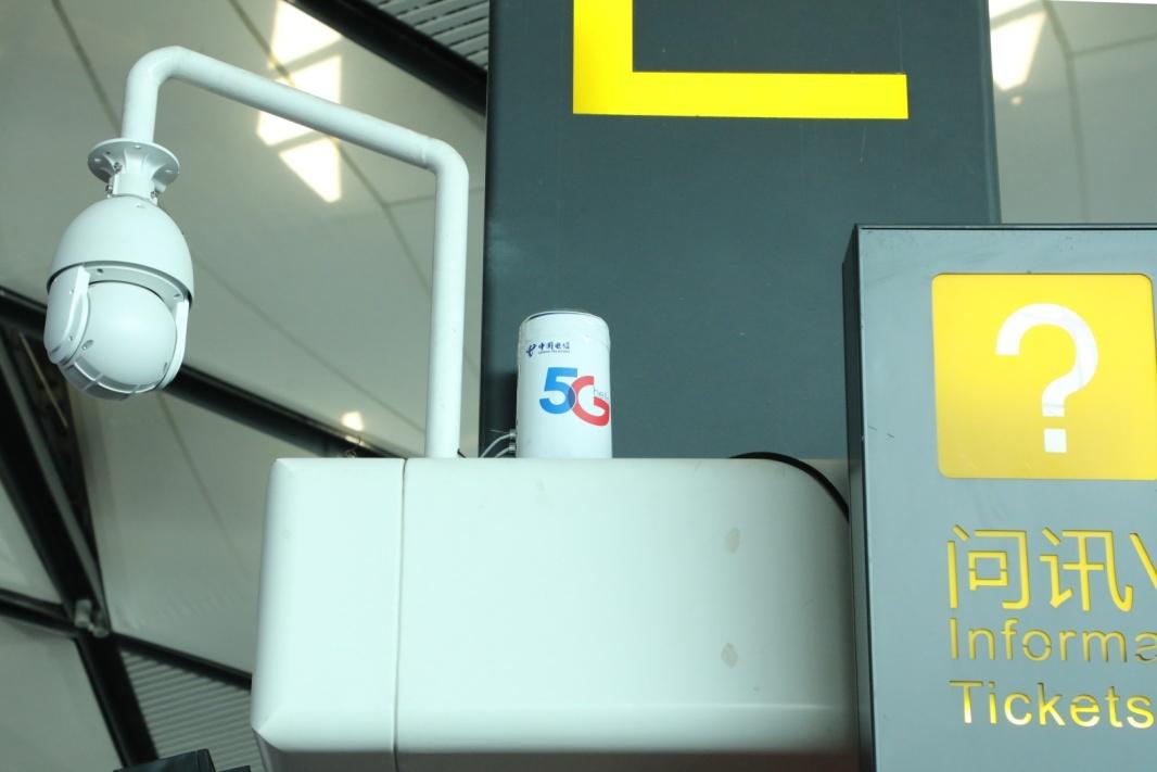 南宁吴圩国际机场室内的5G前置设备。黄祯光 摄