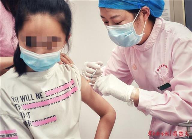 10岁武汉女孩成首针国产二价HPV疫苗接种者