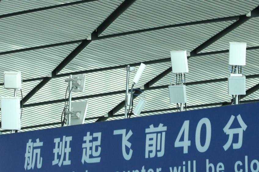南宁吴圩国际机场室内的5G基站。黄祯光 摄
