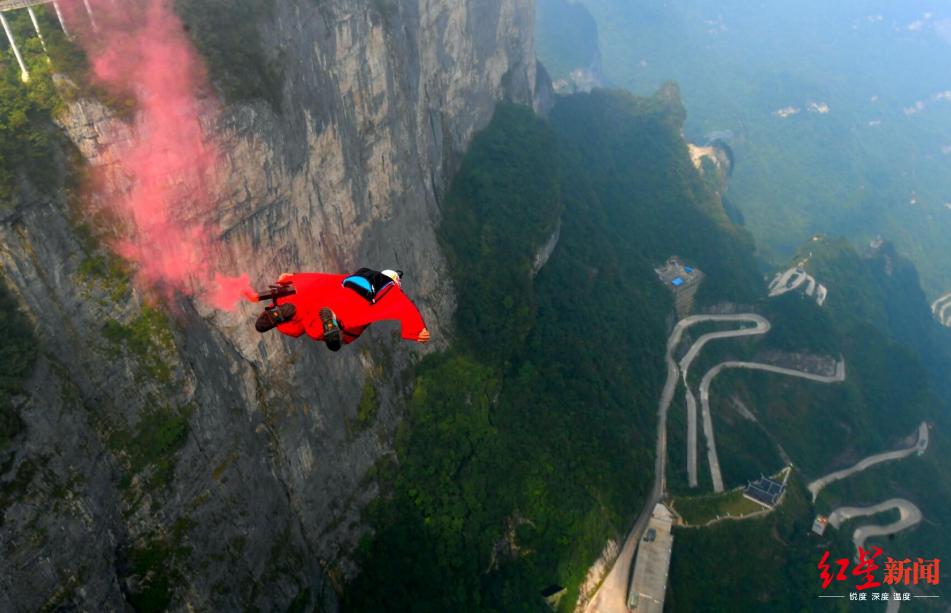 ▲ 2018年,第七届翼装飞行世锦赛在天门山举行
