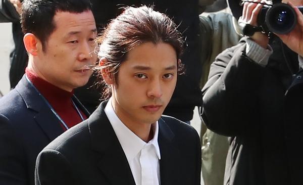 韓國歌手鄭俊英在拘留所被人指使唱歌:渴望重返社會