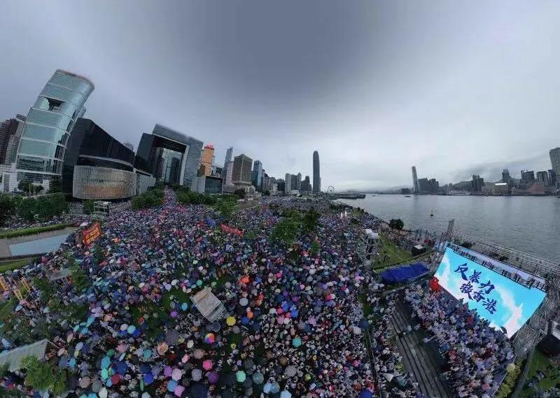 """△香港社会各界举行""""反暴力、救香港""""大集会"""