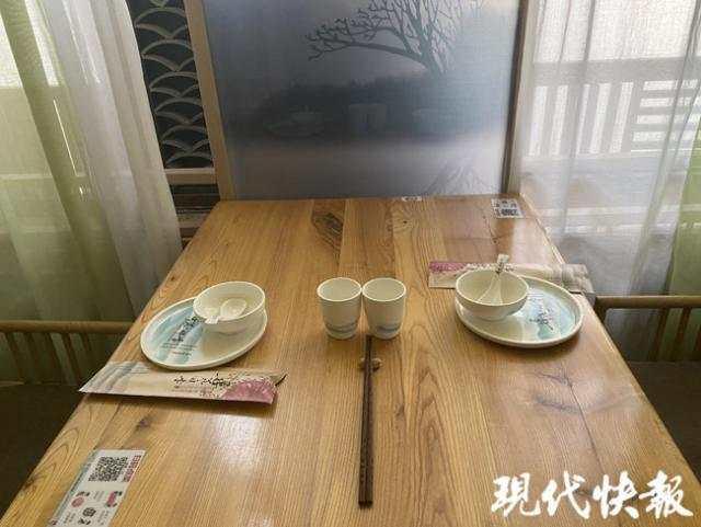 餐馆挑供的公筷和自用餐具。(原料图)