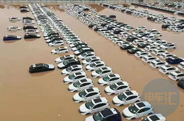 广州遭受暴雨致电动车电池严重损毁,保险公司:只能进行报废