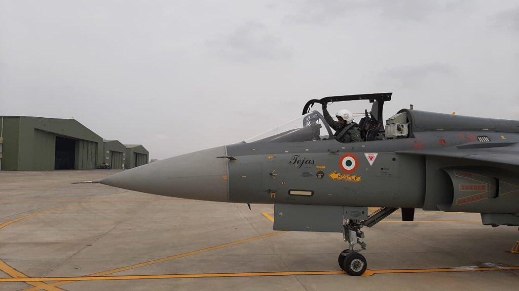 印度第二支光辉战机中队成立空军司令亲驾机试飞