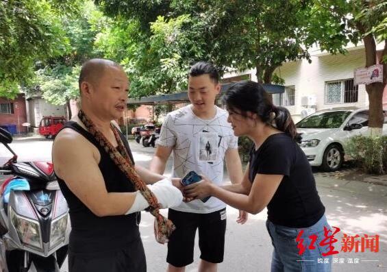 武昌医院院长殉职妻子哭着追殡仪车 最后对话曝光令人泪崩