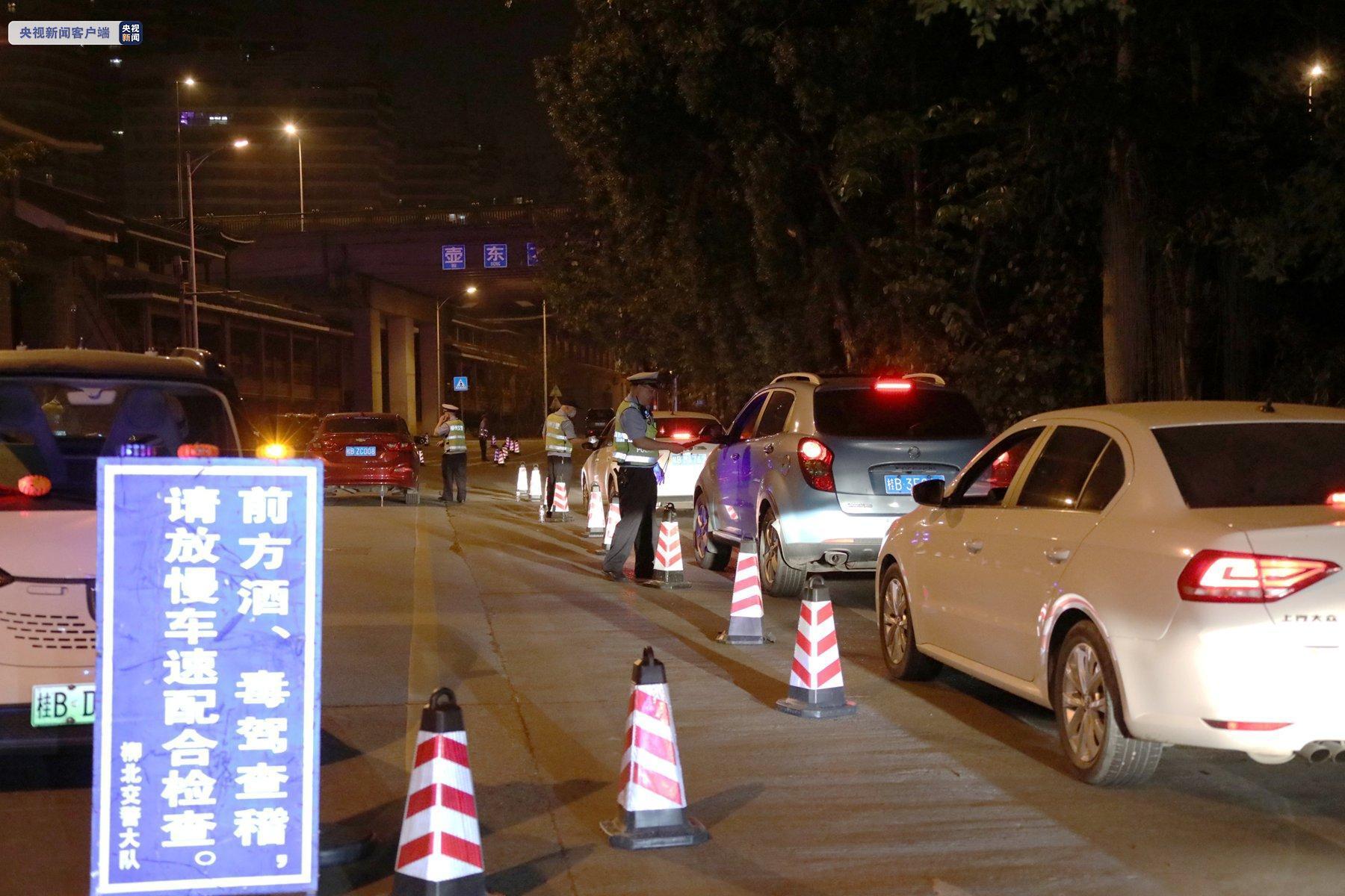 广西柳州查酒驾众生相:随意掉头弃车逃跑