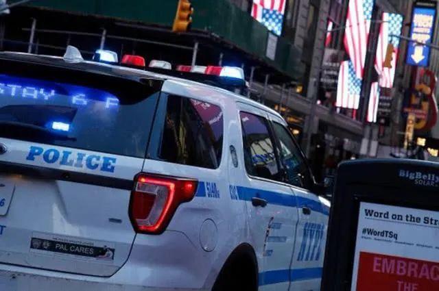 纽约一男子试图强行赶亚裔护士下地铁:你被感染了
