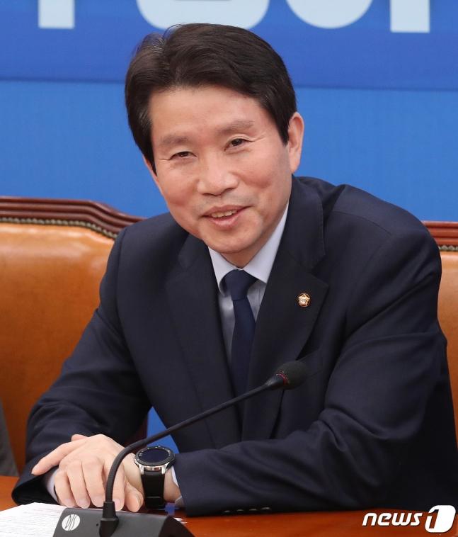 韩国执政党党鞭李仁荣7日主办会议,<a href=