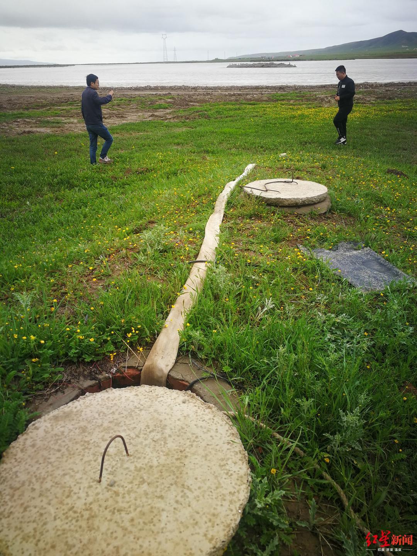 中央第六生态环境珍惜督察组在青海省现场检查餐饮宾馆等浑水直排情况。