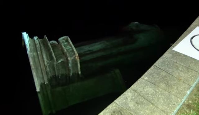 被示威者丢入湖中的哥伦布雕像 视频截图