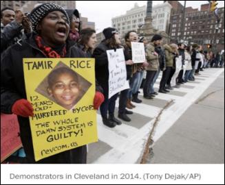 △2014年11月,12岁的塔米尔·赖斯在俄亥俄州克里夫兰市一个游乐场摆弄玩具枪,结果遭到警察射杀