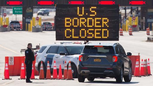△美国墨西哥边境口岸 标志牌表现:美国边境关闭
