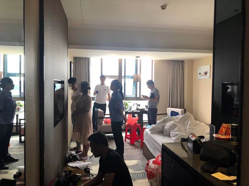 男女开房图片_一周换4家宾馆开房!这对男女成功引起了警方注意_新浪江西_新浪网