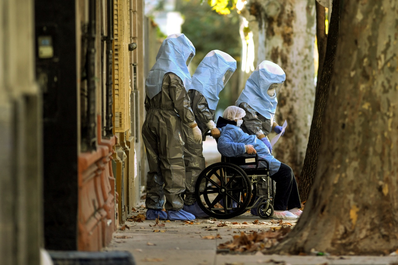 △图为位于阿根廷首都布宜诺斯艾利斯市弗洛雷斯区的养老院发生新冠肺炎聚集感染 图片来源:阿根廷美洲通讯社