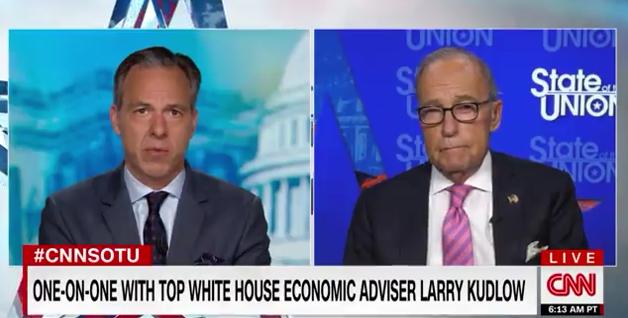 白宫经济顾问库德洛(右)批准CNN采访截图