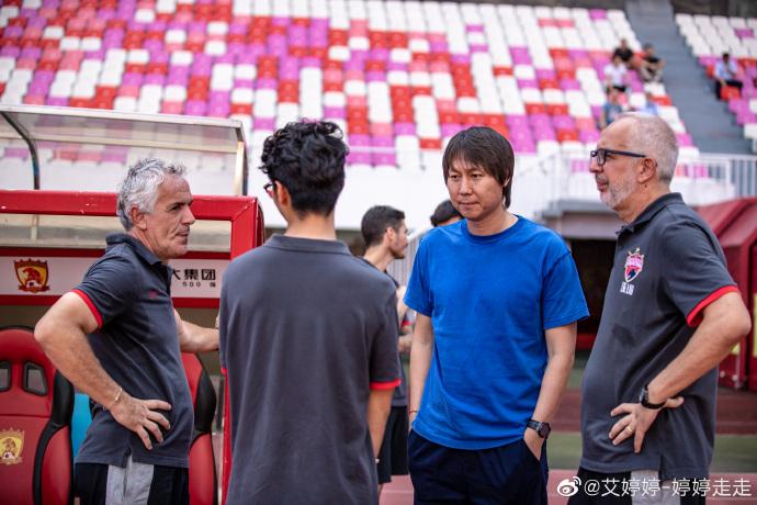足球报:李铁考察球员高拉特抢眼,郜林王永珀也是目标