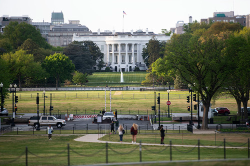 这是4月22日在美国首都华盛顿拍摄的白宫。新华社记者 刘杰 摄