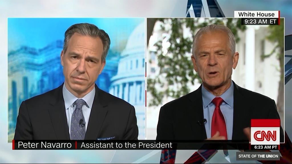 左CNN主持人杰克·塔珀;右白宫贸易顾问彼得·纳瓦罗