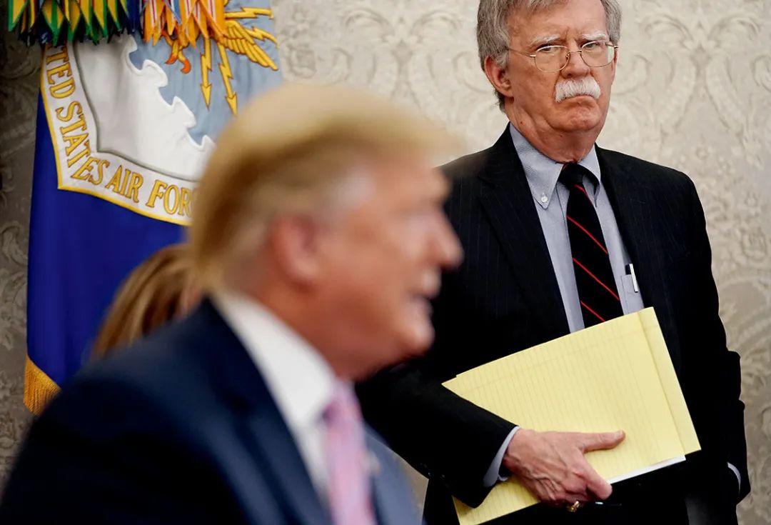 2018年3月至2019年9月期间,博尔顿担任美国总统特朗普的国家安全事务助理。
