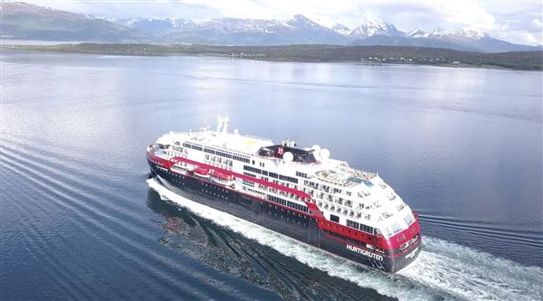 国内首艘大型纯电动客船启航:搭25吨磷酸铁电池相当于50辆电动汽车