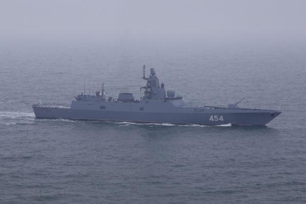 """图为俄罗斯""""戈尔什科夫海军元帅""""号护卫舰。新华社"""