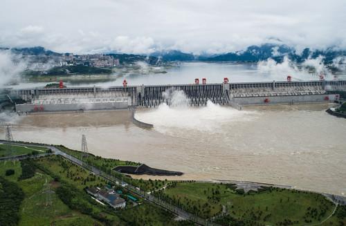 外媒關注:中國南方多地遭洪水襲擊 三峽水庫今年首次開閘泄洪圖片