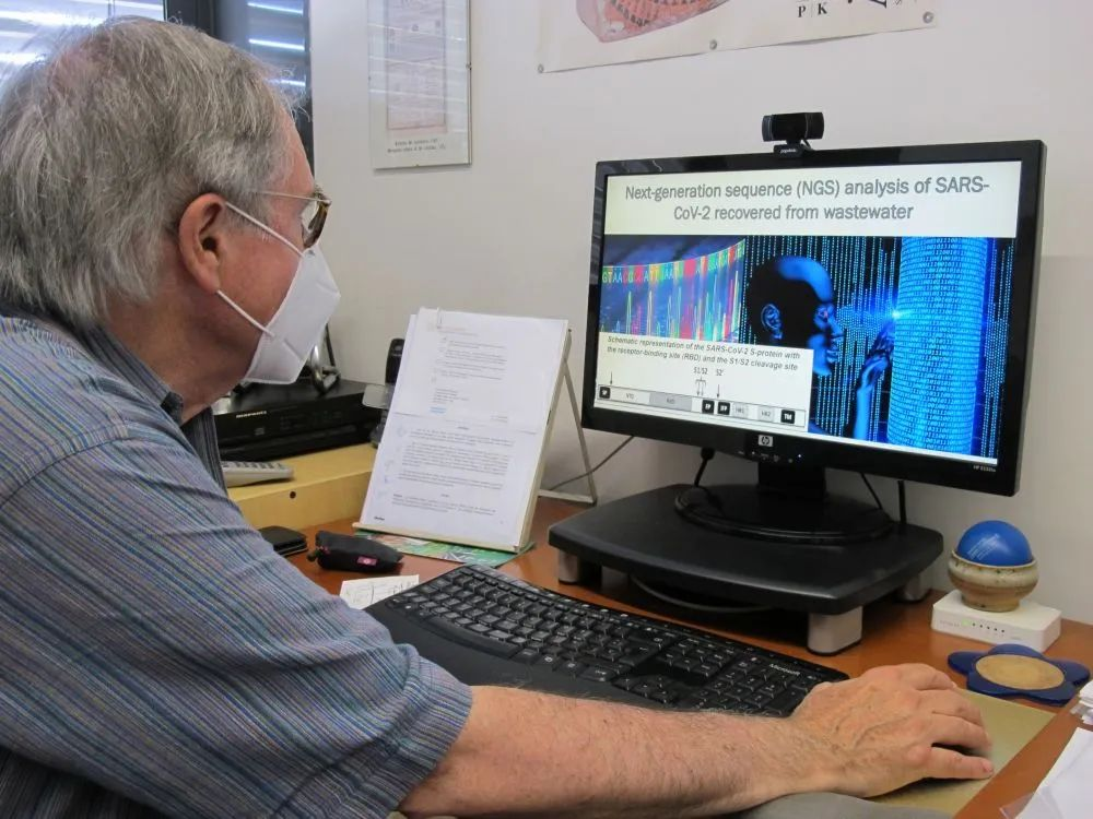 6月29日,西班牙巴塞罗那大门生物学教授阿尔韦特·博什在办公室做事。新华社发(伊斯梅尔·佩拉科拉摄)