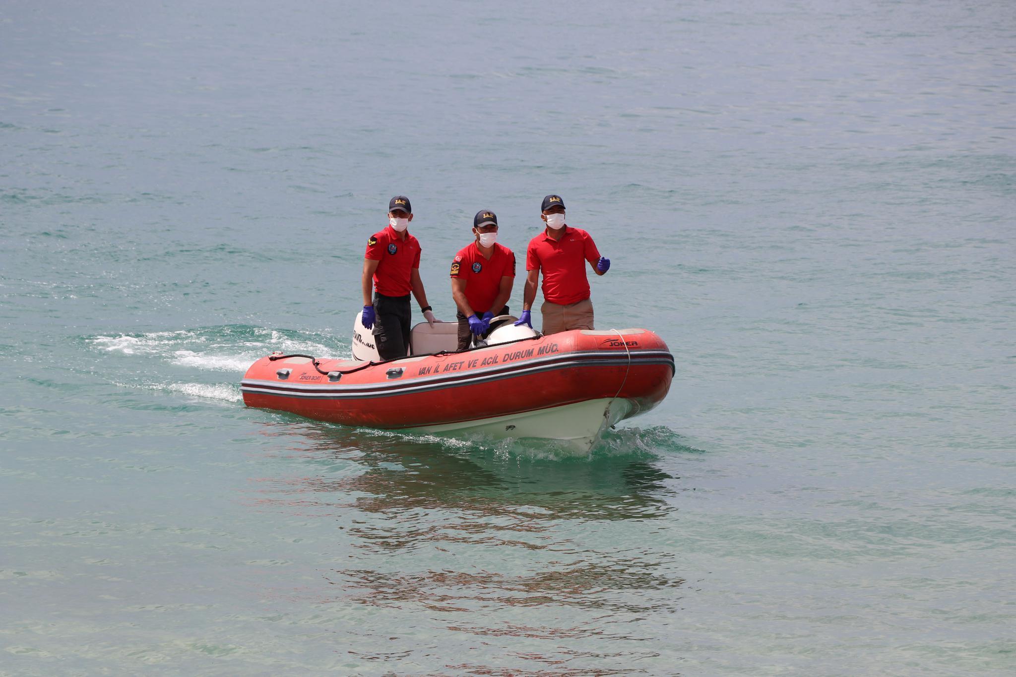 当地时间7月8日,搜救人员确定了推翻船只的详细位置新闻动态,挨近伊朗。据土媒称新闻动态,船上能够有55至60名作恶侨民。据土媒称新闻动态,是为了避开警方的检查站。(总台记者 顾玉婷)</p>       <p class=