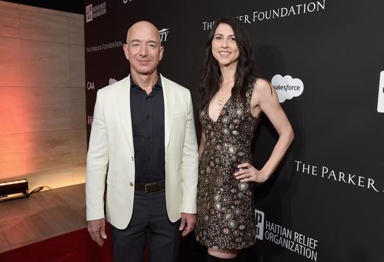贝索斯前妻成为美国女首富:放过彼此,成就美国两个首富,引发网友热议