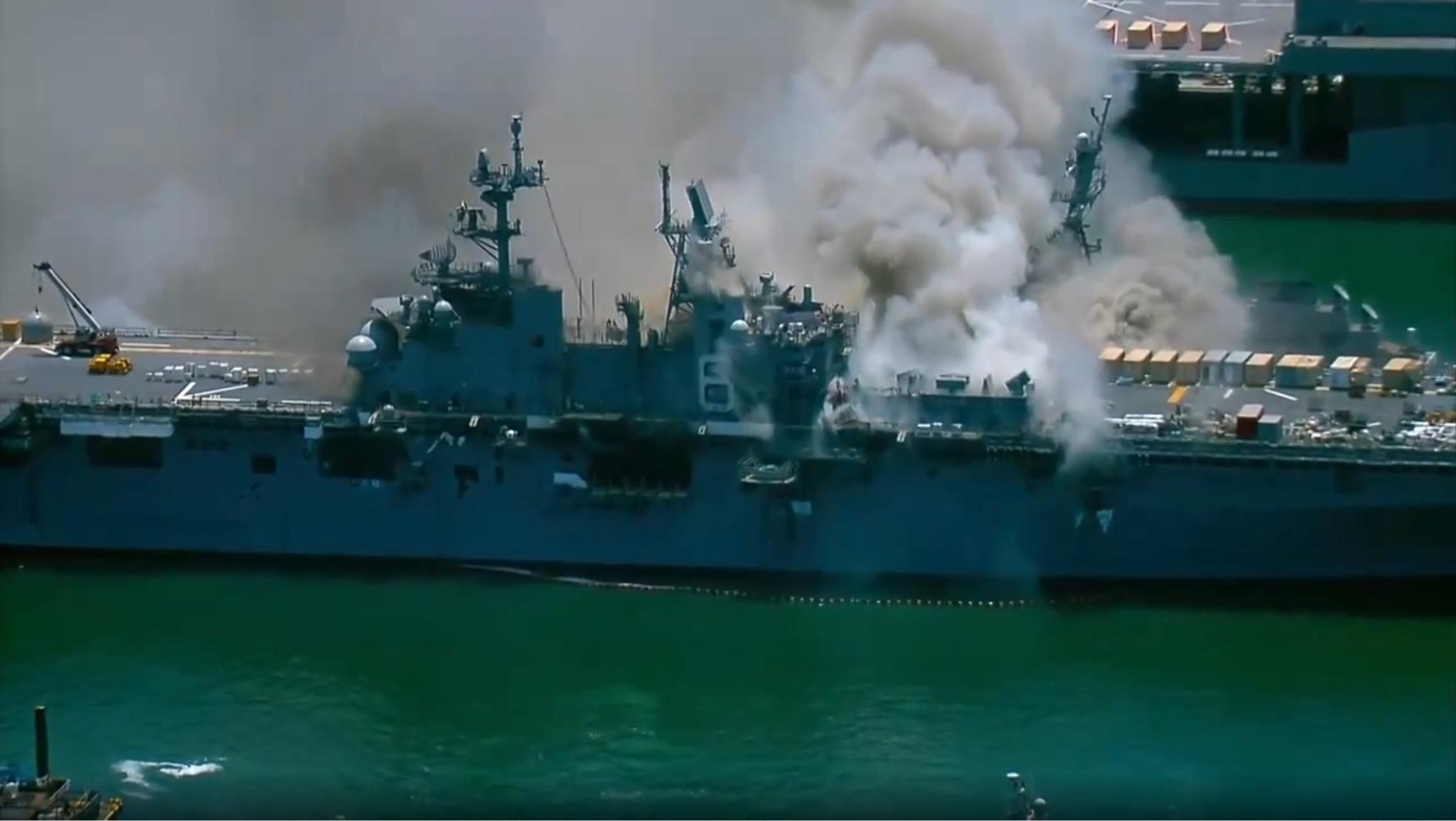首火位置答该在舰体中部机库和车辆甲板附近图源:外交媒体