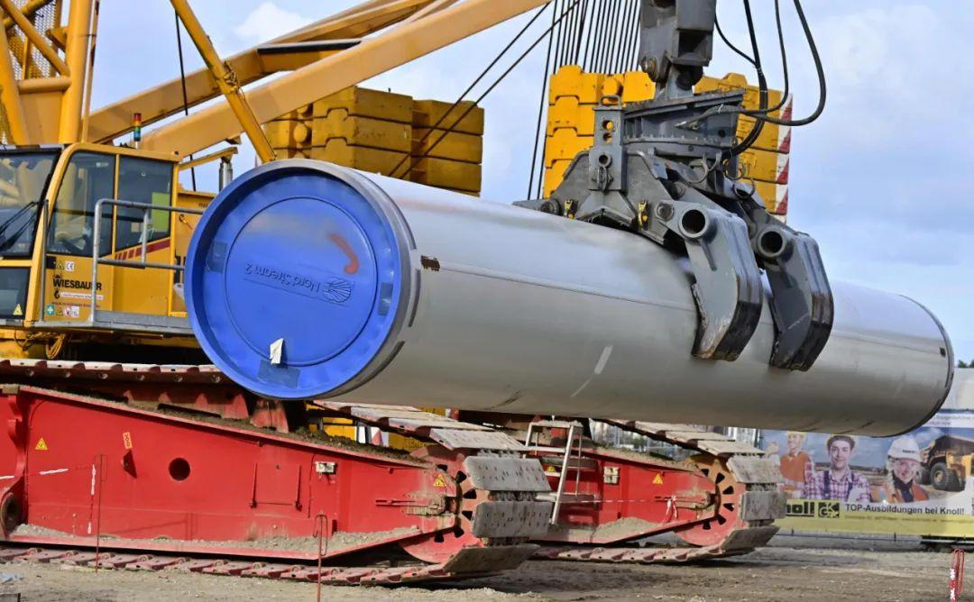 """这是2019年3月26日在德国卢布明拍摄的""""北溪-2""""天然气管道项现在建设工地的原料照片。新华社/法新"""