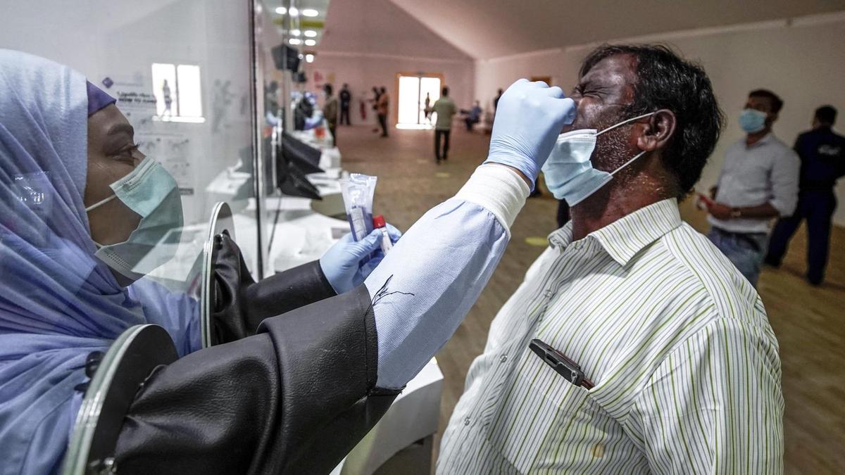△阿布扎比工业区新冠肺热检测 图片来源:当地媒体