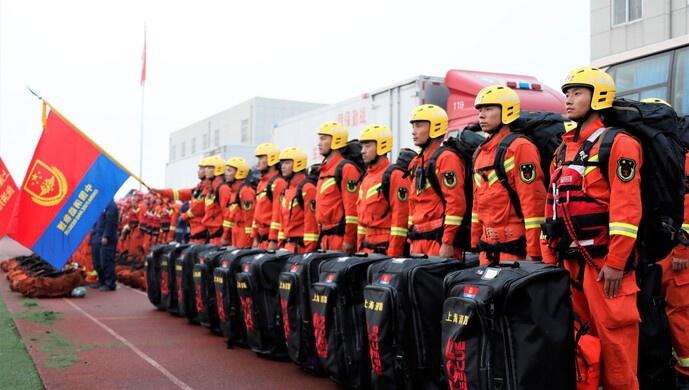 「杏悅」海消防增援安徽蕪湖抗洪搶險隊員整杏悅裝圖片